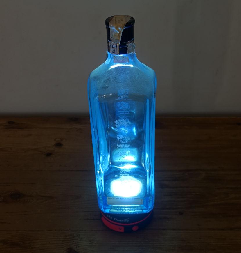 Zwei Handgriffe und das Licht ist blau.