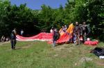 Paragliding Fluggebiet Europa » Frankreich » Rhone-Alpes,Entrevernes,Der Startplatz ist wirklich klein. Am besten man hilft sich gegenseitig. Dann kommt auch jeder in die Luft.