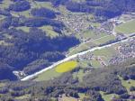 Paragliding Fluggebiet Europa » Schweiz » Bern,Planplatten,Landeplatz -gut sichtbar am Start. Im Sommer einen 30er Talwind einrechnen! und zur Aareschlucht hin (Düse)nimmt er noch zu.