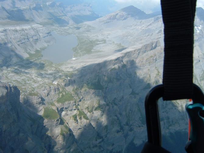 linker bildrand gemmipass. varneralp schlauch massives steigen.geflogen im august.