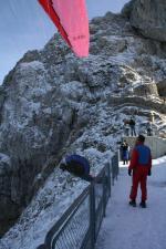 Paragliding Fluggebiet Europa » Schweiz » Luzern,Pilatus,Der Pilatus mit seinen Bedingungen ist als Fluggebiet zu alpin, um uneingeschränkt anfän-gertauglich zu sein. Doch dem Könner bietet er viele Möglichkeiten... (4.11.06 Melchs persönlicher Bisen-Startplatz bei der Terrasse unter dem Aufstieg zum Esel)