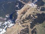 Paragliding Fluggebiet Europa » Deutschland » Bayern,Brauneck,14.04.07, 12.00 Uhr, aus 2800 m der Gipfel des Brauneck mit den ausgelegten Schirmen