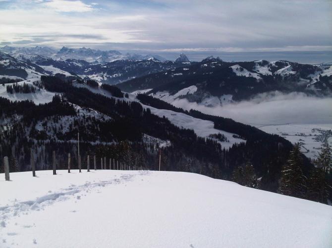 Blick von der Wildegg - kurz unter dem Chli Aubrig (Aufstieg mit Schneeschuhen)