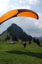 Paragliding Fluggebiet Europa » Schweiz » Schwyz,Schrot,Startwiese auf dem Schrot mit Blick richtung Nollen