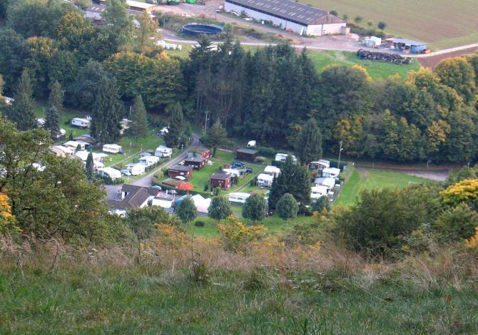 Landeplatz Roßbach soweit vom Startplatz Finkenberg sichtbar (10/2008).
