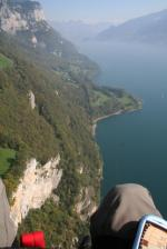 Paragliding Fluggebiet Europa » Schweiz » St. Gallen,Durschlegi - Alp Walau - Mattstock,Der Ausblick über dem Walensee ist genial. Gut sichtbar ist der kleine Landeplatz auf der Halbinsel Stralegg mit den Bäumen.