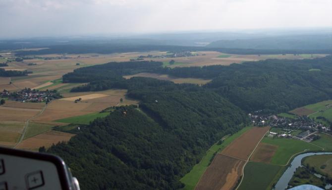 23 Juli 2005. Blick nach Westen .Die Waldschneise etwas links von der Bildmitte ist der Startplatz (Nordstart).