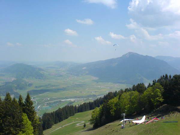 Aussicht vom Nordost-Startplatz vor unserem Flug auf 2600 Meter, welcher atemberaubend war und 1 Std. und 45 Minuten dauerte.