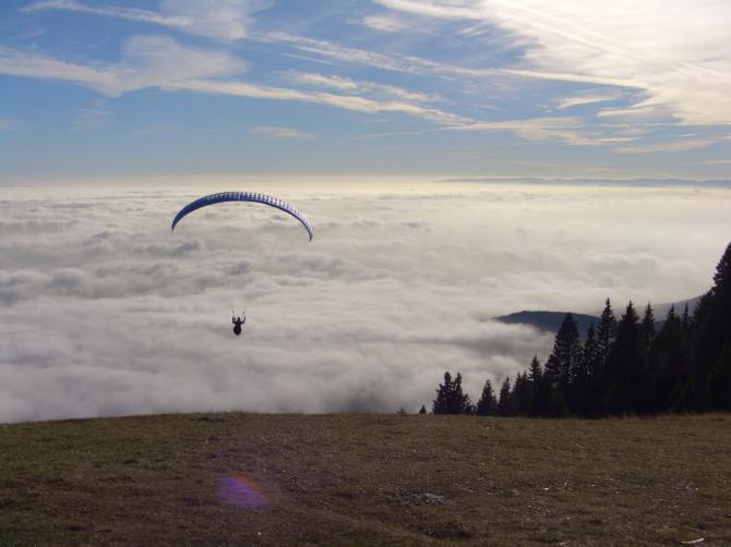 Schöckl, 03.12.2006 Abgleiter in den Nebel. Landeplatz neben der Talstation war gerade sichtbar. Am Startplatz herschten T-Shirt-Bedingungen!