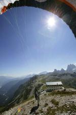 Paragliding Fluggebiet Europa » Italien » Venetien,3 Zinnen/ Drei Zinnen/ Tre Cime di Lavaredo,Start am Rif. Auronzo  mit freundlicher Genehmigung ©www.azoom.ch