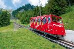 Paragliding Fluggebiet Europa » Schweiz » Bern,Niesen,Die Niesenbahn fährt zwar auf steilen Schienen, hat jedoch keine Zahnräder. Ein Seil verbindet zwei Bahnwagen miteinander und wird über zwei Rollen umgelenkt. Also eine Standseilbahn oder besser zwei, denn die 3'499 m lange Strecke ist in zwei Sektionen aufgeteilt. Zwei Bahnwagen fahren auf der Strecke Mülenen–Schwandegg und weitere zwei Wagen zwischen Schwandegg und Niesen Kulm.