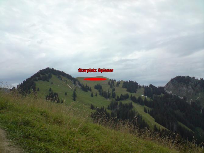 Die Startwiese Spieser vom Startplatz Hirschberg aus gesehen