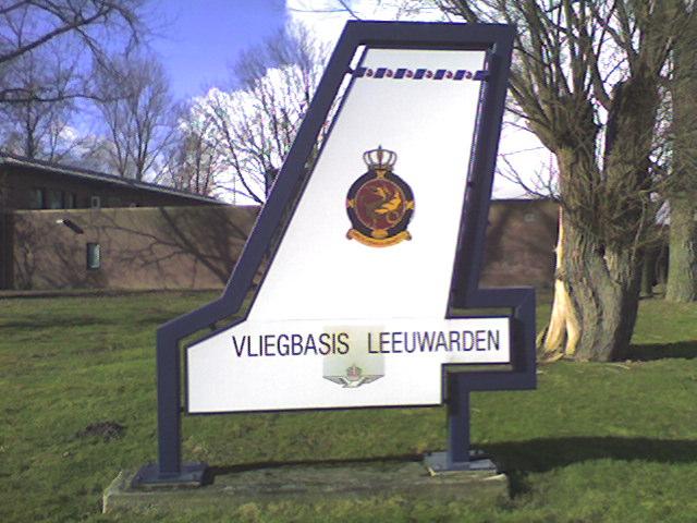Eingangsschild aus wikipedia (gemeinfrei)  Von eigentlichen Militärflugplatz sind keine Aufnahmen erlaubt.