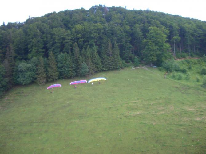 Startplatz mit ausgelegten Schirmen (Juni 2007)