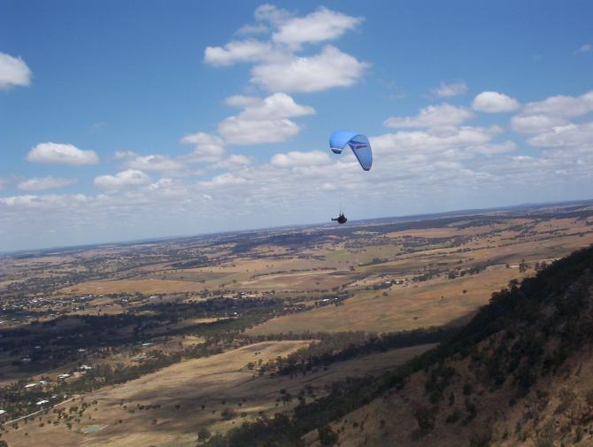 Rod Merigan flying at Mt Bakewell 11/11/05
