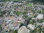 Paragliding Fluggebiet Europa » Österreich » Steiermark,Planai,Das ist Schladming von der Planai, etwa in 400m über Grund. Das Foto habe ich am 05.09.2007 gemacht. Rechts davon - aber nicht mehr im Bild - ist der Landeplatz. Aufpassen auf den Hubschrauber der in 60m über den Bahngleisen herumdüst.