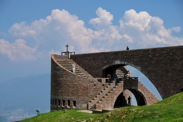 absolut sehenswert: die Kirche von Mario Botta