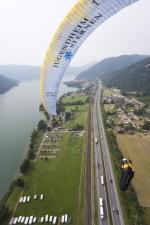 Paragliding Fluggebiet ,,LZ neben der Autobahn  Mit freundlicher Genehmigumng von: www.azoom.ch