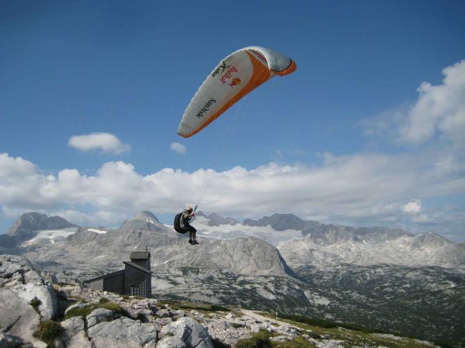 Bernhard am Gipfel, Hintergrund Dachstein