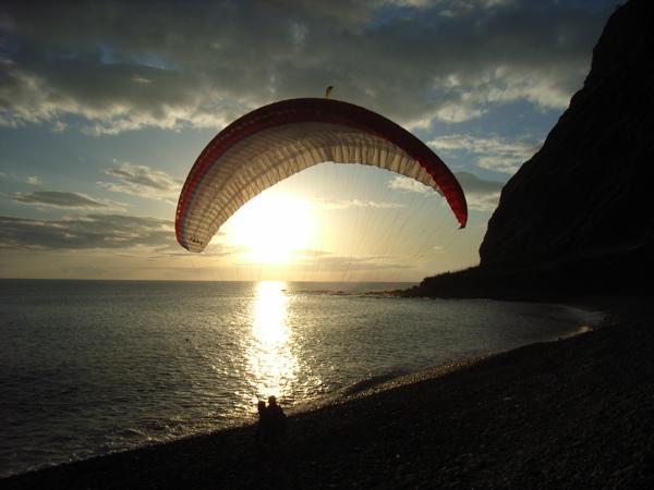 mit dem Tandem bei Sonnenuntergang am Cabo Girao landen, kaum zu toppen, wann geht die letzte Bahn nach oben? ;-)