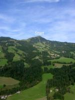 Paragliding Fluggebiet Europa » Österreich » Tirol,Hohe Salve,Hier sieht man gut die exponierte Lage. Zur Auffahrt mit der topmodenten Bahn benötigt man 25min - mit 1x Umsteigen an der Mittelstation. Für den letzen Flug sollte man also um 16:30 an der Taltation sein.