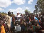 Paragliding Fluggebiet Afrika » Kenia,Kerio View,So sieht es aus bei einer Aussenlandung. Sofort sind hundert Kenianer zur stelle!
