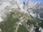 Paragliding Fluggebiet Europa » Österreich » Tirol,Wilder Kaiser,Flug von Westen Richtung Gruttenhütte. Der meist genutzte Startplatz liegt oberhalb der Hütte.