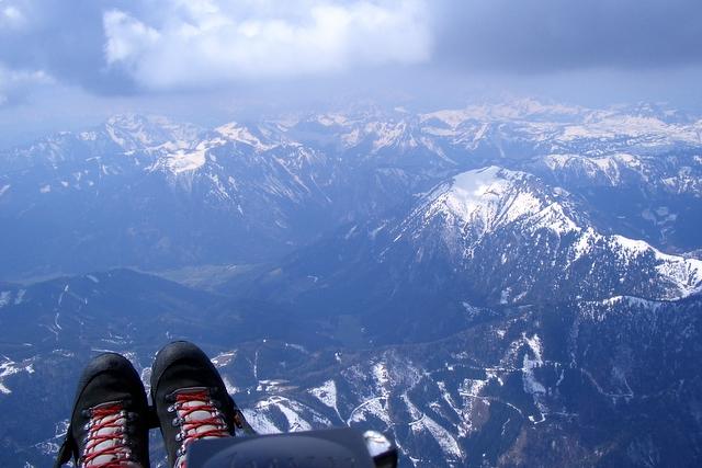 Blick auf die Messnerin (rechts im Bild) im April 2006. Am Fusse Oberort Tragöss.