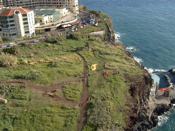 der Startplatz mit dem kleinen Meerschwimmbad im Vordergrund, im Hintergrund die Mexicana Bar und die Restaurants