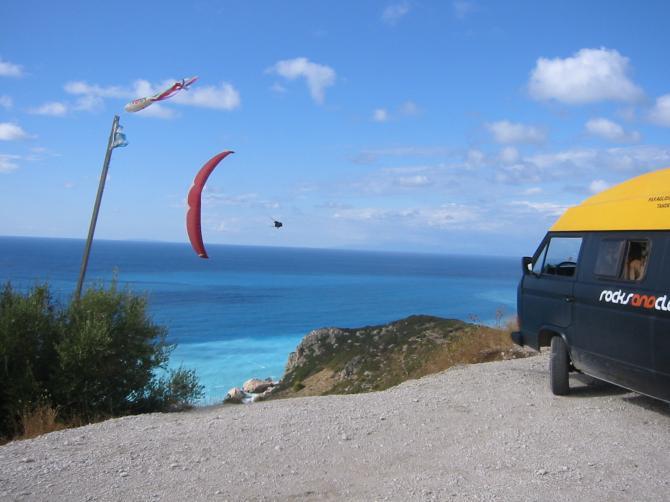 soaring an unserem  hausberg lefkas kathisma  beach ...  sommer2005.. rocksandclouds.com