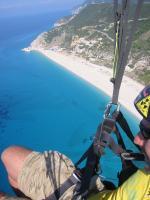 Paragliding Fluggebiet Europa » Griechenland » Westliches Griechenland (Küste und Inland),Kathisma,sommer 2005 überm kathisma beach...foto janni