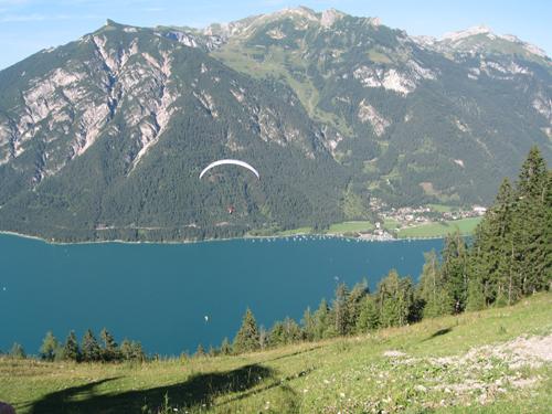 Zu sehen ist der Startplatz neben der Bergbahn