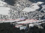 Paragliding Fluggebiet Europa » Schweiz » Graubünden,Crap Sogn Gion,Anflug Landeplatz Flims (blau) vom Crap Sogn Gion her.  Leitungen der Gondelbahn Richtung Plaun und Sesselbahn Richtung Foppa (rot)