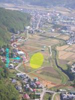 Paragliding Fluggebiet Asien » Japan,Paraglider Park Aoki,trotz der (gutmarkierten) Stromleitung nicht allzu anspruchsvolle LZ