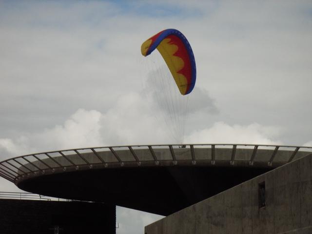 Die Helikopterplattform in Porto Moniz, direkt vor dem Aquarium und oberhalb vom Hafen, spektakuläre Perspektive, ähnelt ein wenig Raumschiff Enterprise;-)