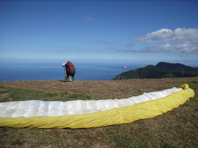 Der Startplatz bei freier Sicht, Sonne und idealem Wind, sogar mit Sicht auf die Nachbarinsel Porto Santo