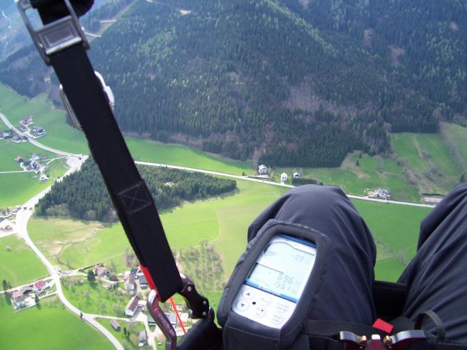 der Landeplatz bei der Mautstelle (zwischen Knie, kleinem Wald und Hochkar-Alpenstraße)
