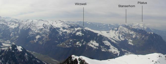 Blick Richtung Westen mit den Fluggebieten Pilatus, Stanserhorn und Wirzweli