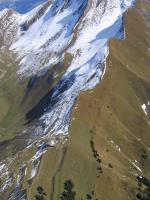 Paragliding Fluggebiet ,,Der Haldigrat aus der Luft mit dem Startplatz und der Bergstation.