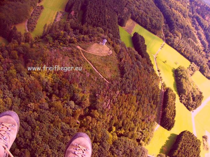 Das ganze Live und in Farbe im Naturpark Nassau. Fliegen am Weltkulturerbe Wunderschönes Panorama bei W-NW-Wind am Startplatz auf 430m.Infos unter www.freiflieger.eu