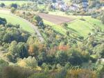 Paragliding Fluggebiet Europa » Deutschland » Rheinland-Pfalz,Arzbach (Grosser Kopf Westerwald)W-NW,Der Landeplatz vom Start aus gesehen