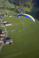 Paragliding Fluggebiet Europa » Österreich » Vorarlberg,Niedere,über dem Landeplatz in Bezau  mit freundlicher Genehmigung ©www.azoom.ch