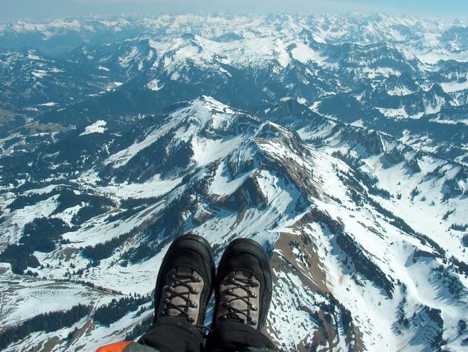 Das ist einer der Nachbarberge, die Winterstaude, aus 2500 m; 3.4.2005 ; Fugzeit ca. 3 Stunden