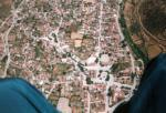 Paragliding Fluggebiet Europa » Griechenland » Östliches Griechenland (Küste, Olymp, Ossa Gebirge),Ghoni, Stavros Hill,Über dem Dorf Ghoni, an der Platia gibt es genug Lokale um sich über einen schöne Flug zu freuen und zu relaxen. Foto: Womblinger 1996