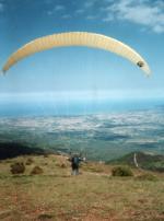 Paragliding Fluggebiet Europa » Griechenland » Östliches Griechenland (Küste, Olymp, Ossa Gebirge),Kranea, Farmaki,Start am Vermessungspunkt, Blickrichtung SüdOst auf die Ägäis Foto: Manfred 1997