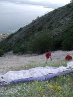Paragliding Fluggebiet Europa » Griechenland » Inseln,Barbati, Corfu,perfekter Startplatz mit Wiese oberhalb des Geröllfeldes
