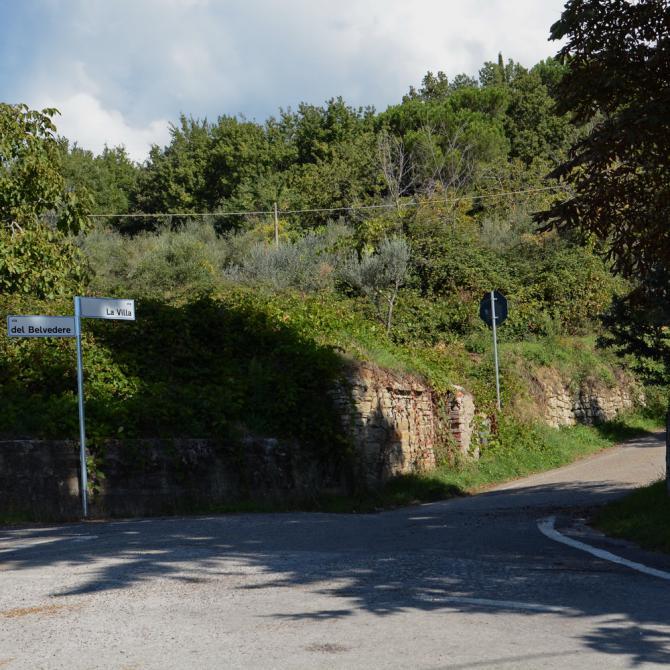 Abzweigung oberhalb Pulicciano; hier Richtung 'la Villa' fahren.