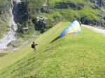 Paragliding Fluggebiet ,,Startbereit; 09.08.2008, 18-22km/h Wind; Dank für Starthilfe und die Fotos an Cuno!