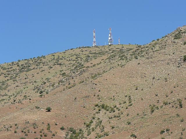 Blick vom Landeplatz zu den Antennen hinauf. Bild: womble Mai 2006