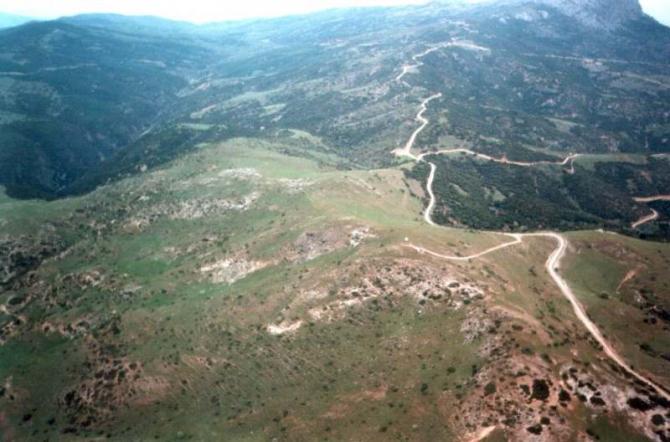 Startplatz aus südwestlicher Richtung, im Hintergrund rechts die Piste, auf der man den Berg hochgefahren ist.  Bild: Womble Herbst 1997